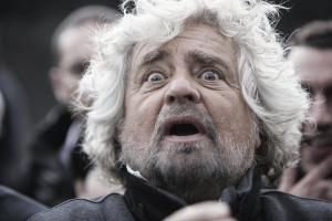 Giuseppe Piero Grillo, detto Beppe (1948), è un comico e politico italiano. Il 4 ottobre 2009 ha dato vita a un movimento politico, il MoVimento 5 Stelle, con la collaborazione di Gianroberto Casaleggio (1954-2016)