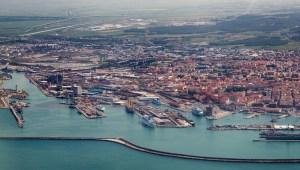 Livorno, città natale di Giorgio Caproni, è un comune italiano di 159.219 abitanti, capoluogo dell'omonima provincia in Toscana