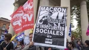 I manifestanti protestano contro la riforma del lavoro voluta da Emmanuel Macron