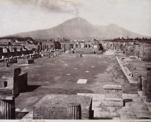 Uno scatto raffigurante gli scavi di Pompei, realizzato dal fotografo italo-tedesco Giorgio Sommer (1834-1914)
