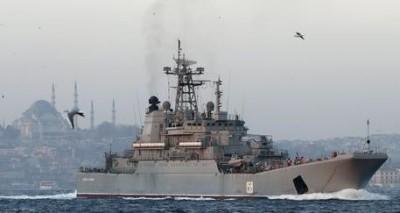 La nave russa Cesar Kunikiv al largo di Instanbul