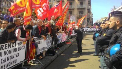 Renzi contestato in Calabria nell'aprile scorso