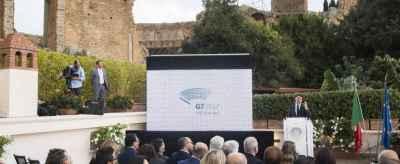 Renzi a Taormina presenta il G7
