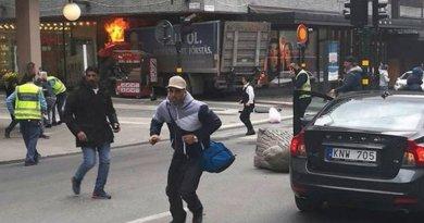 Stoccolma: camion sulla folla. È attentato: morti e feriti
