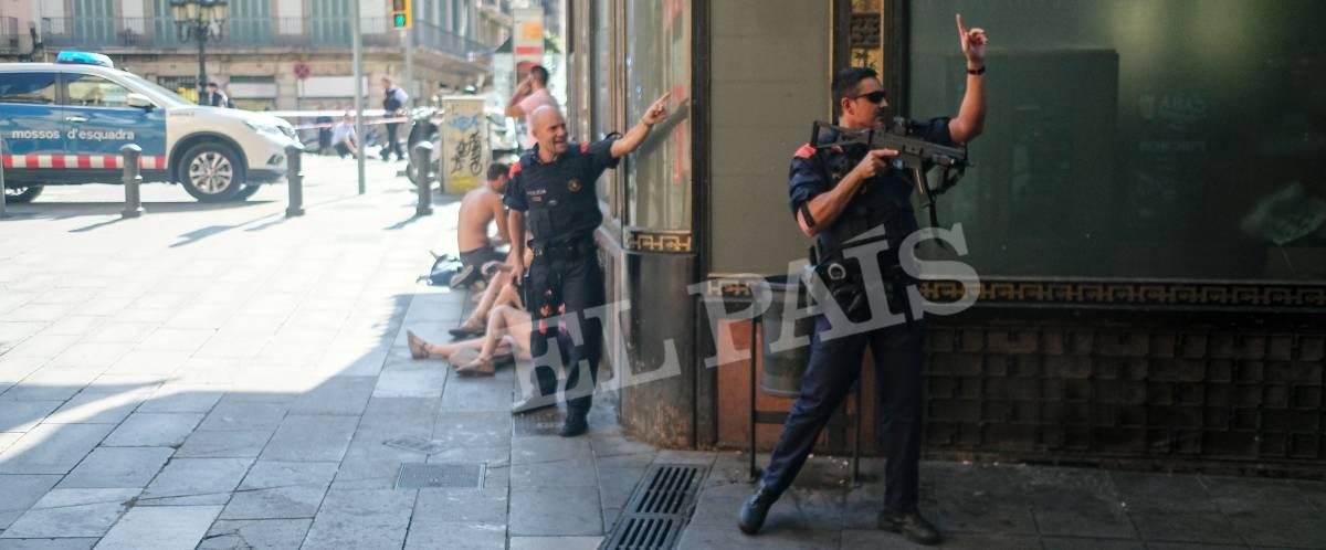 Sangue nella Rambla di Barcellona: nell'attentato oltre 13 vittime