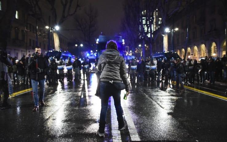 Verso il voto con la progressiva violenza di piazza