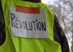 Parigi: il gilet gialli non danno tregua. Tensioni e scontri