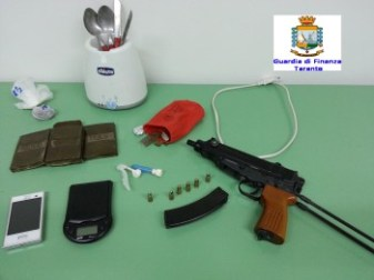 Gdf - 12.06.2014 - arma e stupefacenti1