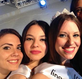 Accedono a Miss Puglia, da destra Marilisa Cassano, Claudia Lenti e Santina Moccia