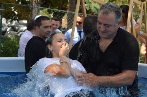 Foto_battesimo_sedicenne__figlia_di_padre_non_testimone_
