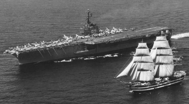 Lo storico incontro fra Portaerei USS Independence e  l'Amerigo Vespucci del 1962
