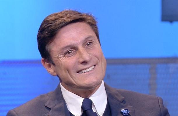 """Javier Zanetti, l'ex capitano dell'Inter a Taranto per i bambini dell'oratorio di """"Città Vecchia"""": una scuola calcio che educhi alla vita"""