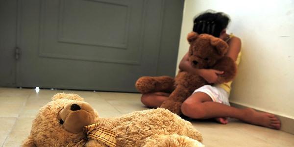 abusi su minore taranto