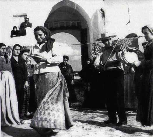"""""""Sunatùri"""" di pizziche e tarante, musicanti e cantastorie in Sava dall' Ottocento a metà Novecento"""