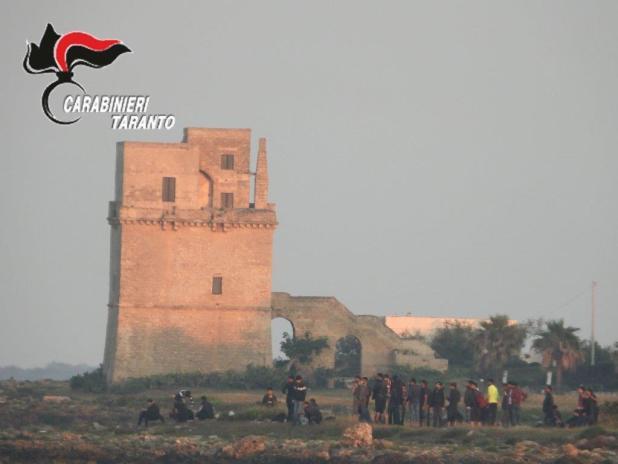 Sbarco di migranti a Torre Colimena. In particolari dell'arresto dei due scafisti