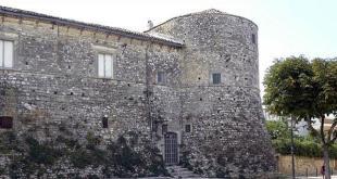 Fortezze e Castelli di Puglia: Il Castello di Apricena