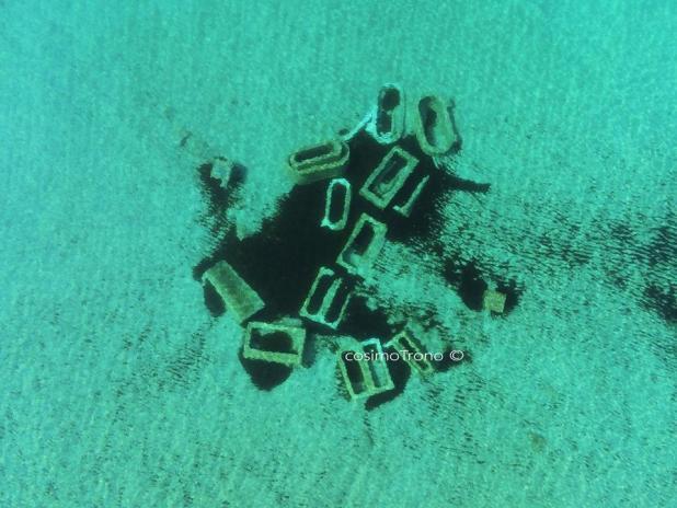 """La storia in fondo al mare. Il drone immortala """"I Sarcofagi del Re"""""""