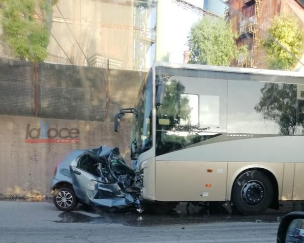 Scontro tra auto e pullman, giovane 19enne muore sulla Taranto - Statte