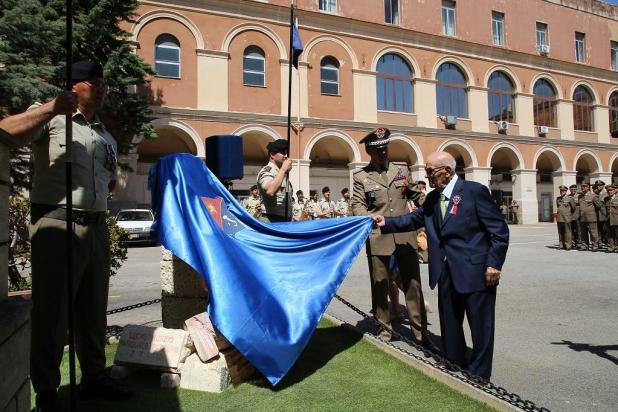 """Sottufficiale richiamato in Caserma """"Picca"""" a 107 anni per l'inaugurazione di un monumento."""