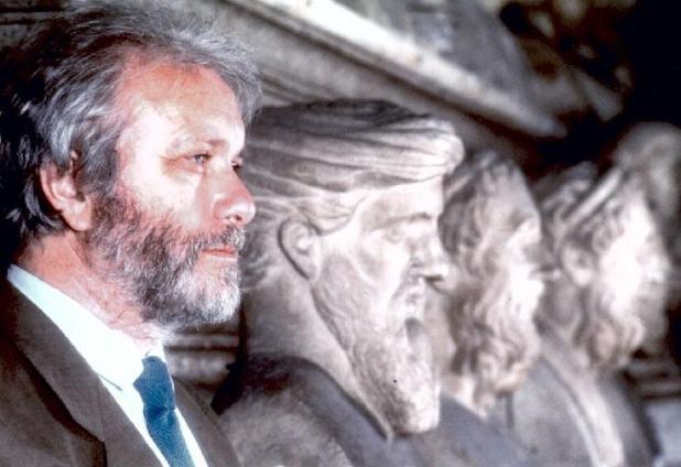 È morto Luciano De Crescenzo. Lo scrittore che ha raccontato la filosofia con sapienza