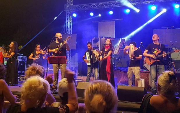 """Domani, sabato 20 luglio, a La'nchianata di Torricella (Ta) """"Serata rosa"""". Stage e concerto di pizzica dei """"Scianari"""""""