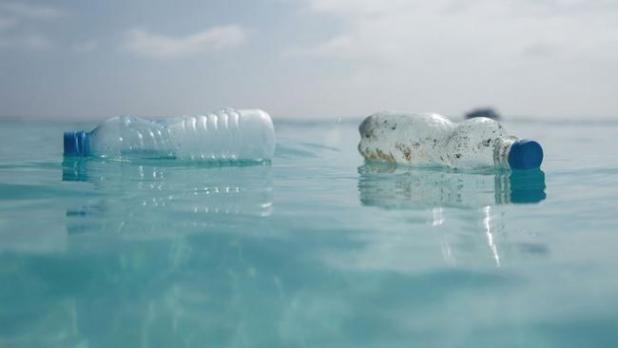 Puglia: il Tar sospende il divieto di plastica sulle spiagge