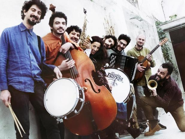 Sossio Banda in concerto al Popularia Festival, sabato 24 agosto a La'nchianatadi Torricella (Ta)