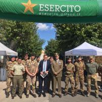 5 Il Ministro per gli Affari Regionali e le Autonomie Francesco Boccia con gli uomini impiegati nello Stand Esercito