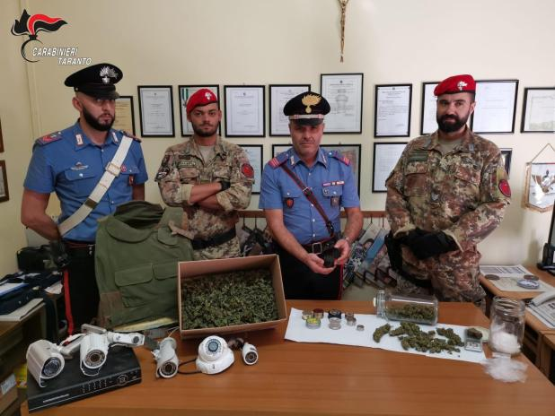 """Taranto, Manduria e Statte: """"Alto impatto"""": Controlli dei Carabinieri. 2 arresti e 13 denunce a piede libero. Droga e armi sequestrati."""