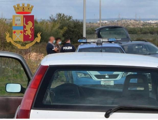 Rinvenuto in un'auto un corpo senza vita : indaga la Polizia di Stato.