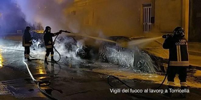 Tre auto in fiamme la scorsa notte a Torricella. Indagano i carabinieri