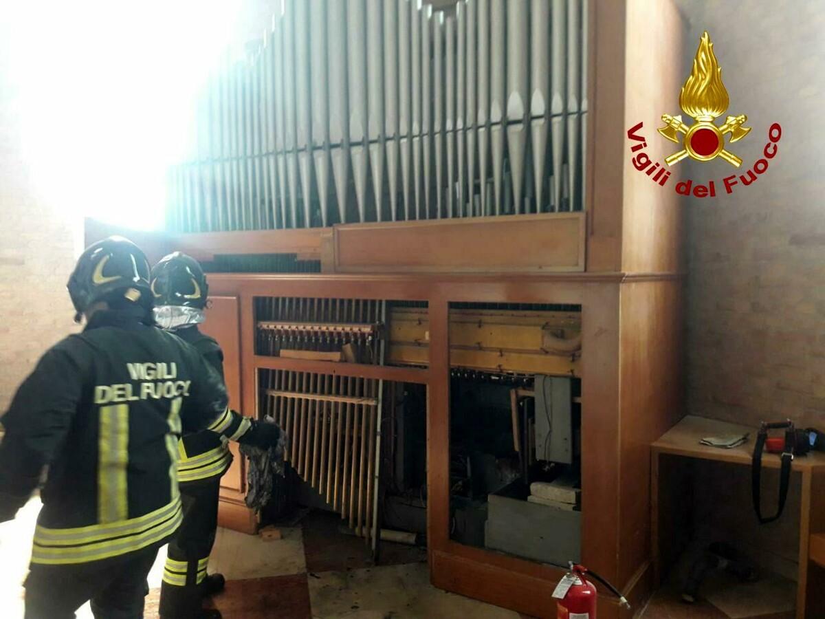 L'organo della chiesa prende fuoco: matrimonio rovinato a Cessalto