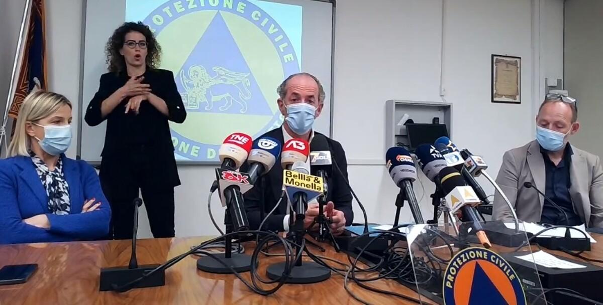 Vaccini, Zaia: «Da oggi 276mila nuovi posti disponibili fino a settembre»