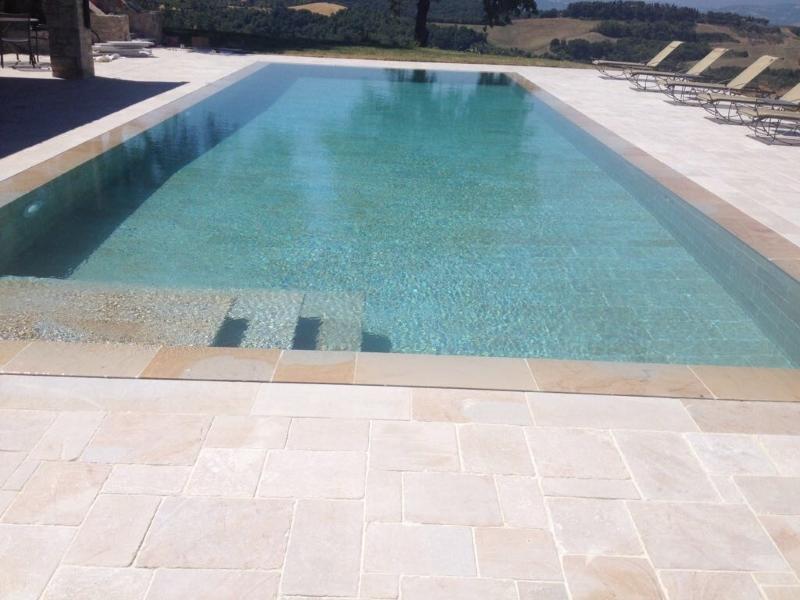 Bordo e pavimentazione piscina  Burlarelli Snc