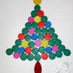 Albero di Natale con i tappi di plastica