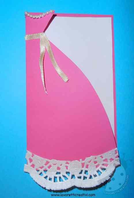 Biglietto per la Festa della mamma a forma di vestito