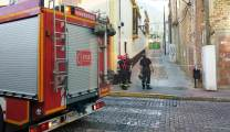 Bomberos inspeccionando la fachada/ José Luza Boza