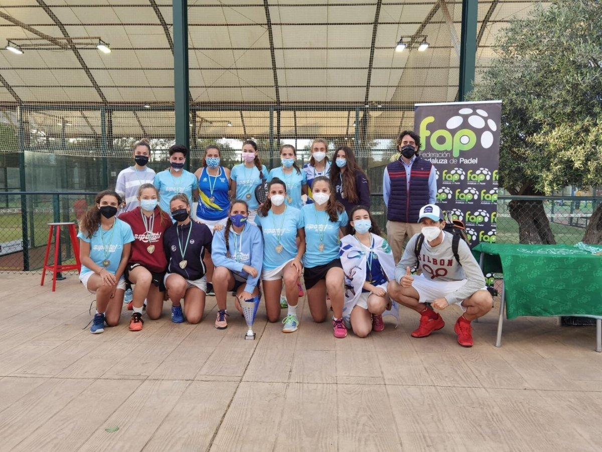 El equipo femenino de pádel del Club de Tenis Oromana.