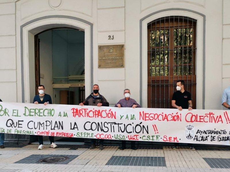 protesta sindicatos ante el defensor del pueblo