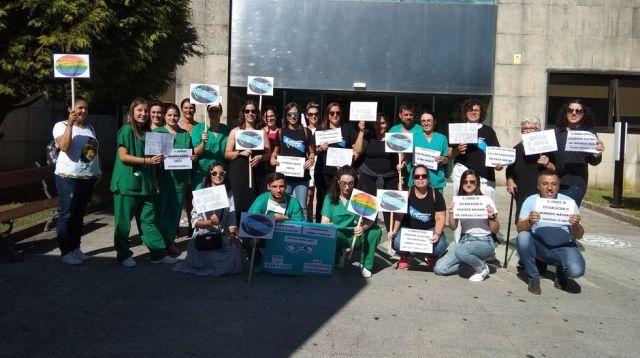 Enfermeras eventuales protestan en el Chuac y el Virxe da Xunqueira contra su situación
