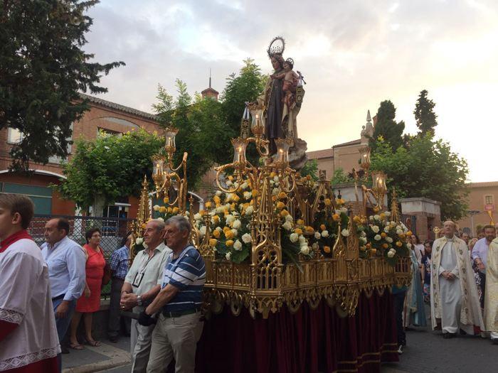 La Virgen del Carmen procesionó por las calles de la villa junto al Niño de Praga - lavozdemedinadigital.com