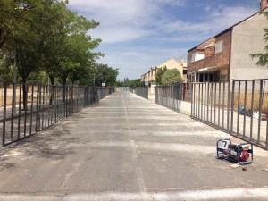 Finalización de los trabajos del vallado de la calle Lucio Muñoz. Fotografía: Roberto Díez