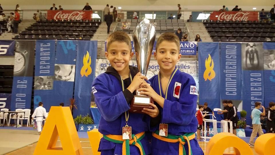 Aitor (izquierda) e Iker (derecha) son dos de los mejores judocas en su categoría.