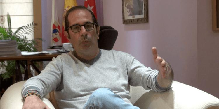 Rafael Sánchez, alcalde de Pinto, en un momento de la entrevista. Fotografía: Mario Coronas