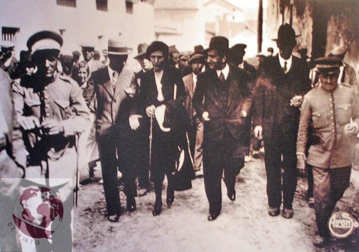 Fotografía del homenaje a Victoria Kent en Ciempozuelos tomada por Alfonso. La directora general de Prisiones visitó la localidad y descubrió la lápida que daba nombre a su calle en dicha localidad el 13 de septiembre de 1931