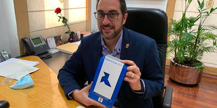En la edición 2021 de Pajaritas Azules de ASPAPEL, el Ayuntamiento de Pinto recibió ayer el reconocimiento por la recogida de papel y cartón. Foto: Ayuntamiento
