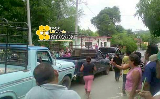 Pobladores detienen camionetas cargadas con despensas de Acción Nacional