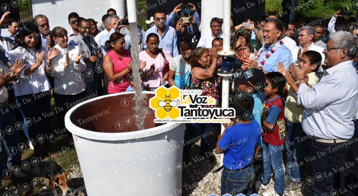 En Moralillo, el gobernador puso en marcha el nuevo sistema múltiple de abastecimiento de agua potable. Agencia LVDT.