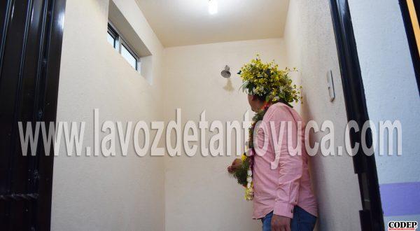 Entrega Pedro Adrián Martínez Estrada 59 baños con biodigestores en El Paso Tlacolula | LVDT