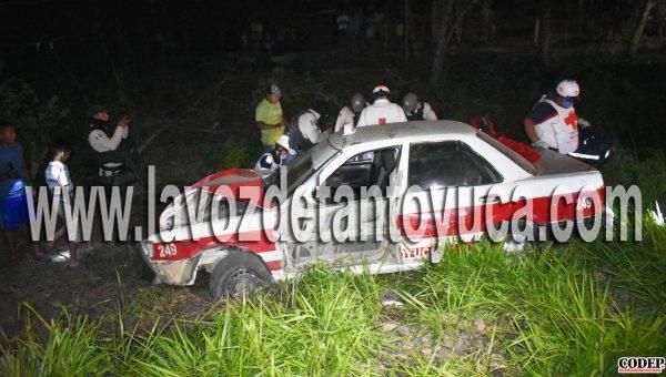 Taxista ocasiona aparatoso accidente vial, en Tantoyuca  LVDT